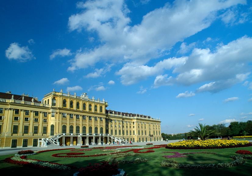 Austria-Vienna-Schoenbrunn-Palace-01