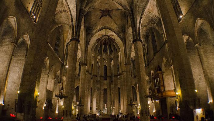Interior of Basilica de Santa Maria del Mar, Barcelona © Eugenio Mondejar