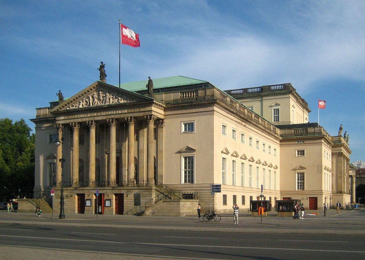 1280px-Berlin_Mitte_Unter_den_Linden_Staatsoper_02
