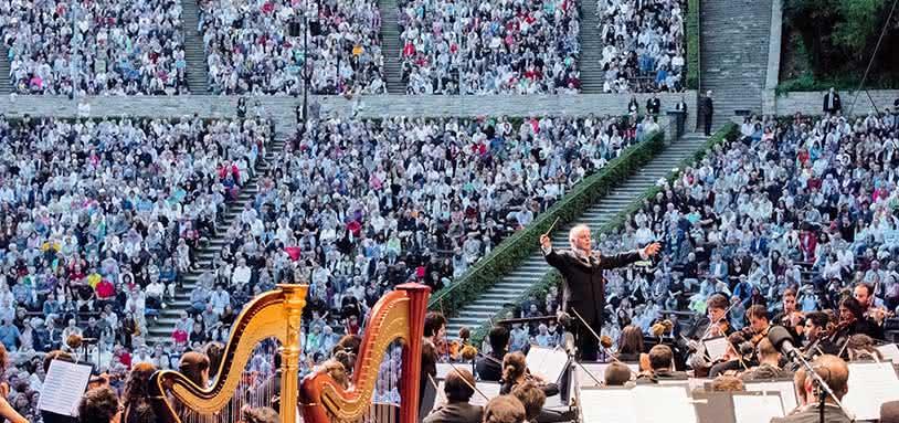 Daniel Barenboim & West-Eastern Divan Orchestra © Kai Heimberg