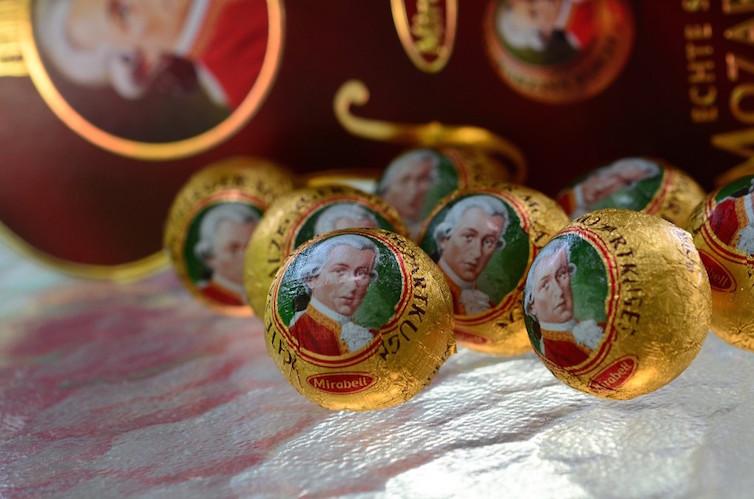 Traditional Mozartkugel ©  Photo: slgckgc (Flickr)